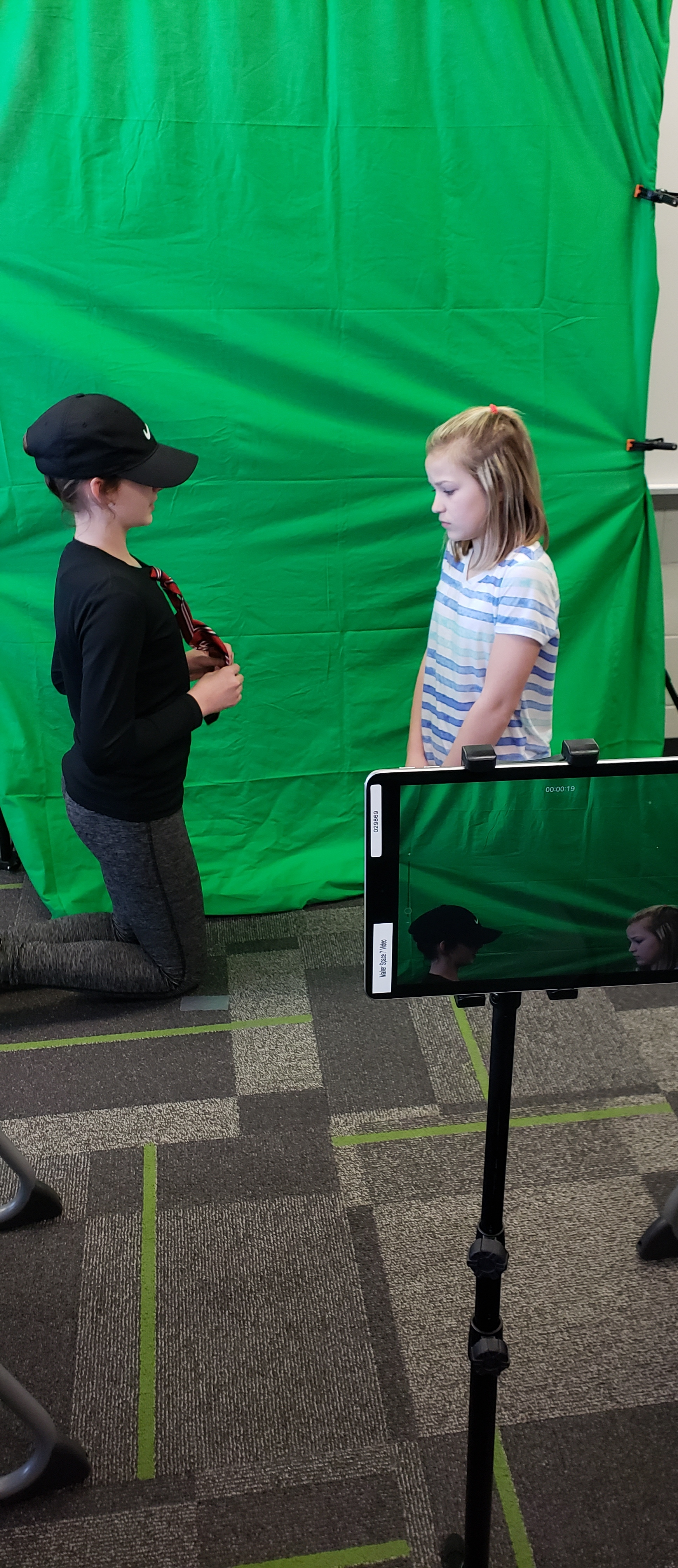 BES 5th graders use iPad to make videos
